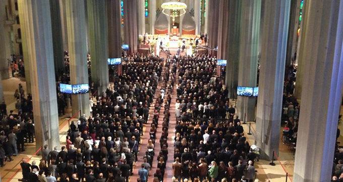 Familiares de las víctimas del avión accidentado de Germanwings asisten al funeral de la Sagrada Familia