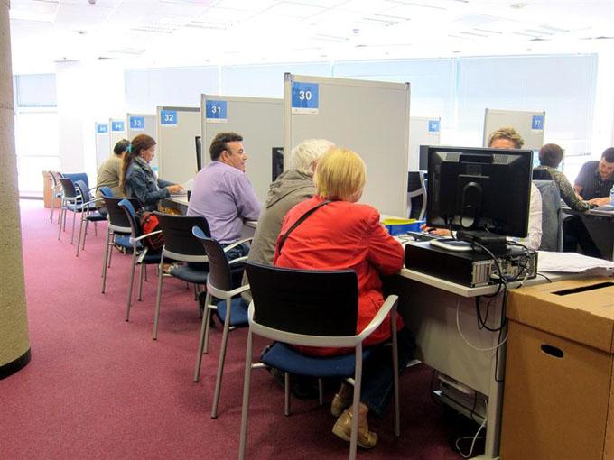 Los usuarios pueden coger cita para hacer sus declaraciones en las oficinas. / Foto: Europa Press.