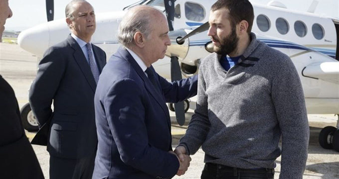 El espeleólogo Juan Bolívar, único superviviente del accidente en Marruecos, ya está en España