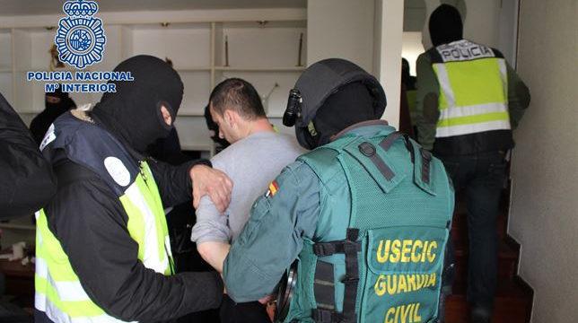 Detenidos los seis miembros de un grupo acusado de más de 100 delitos con fuerza hasta en seis comunidades