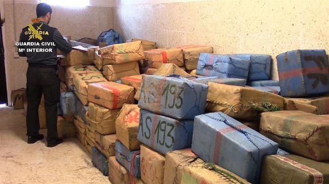 Detenidos tres tripulantes de un pesquero portugués con más de ocho toneladas de hachís