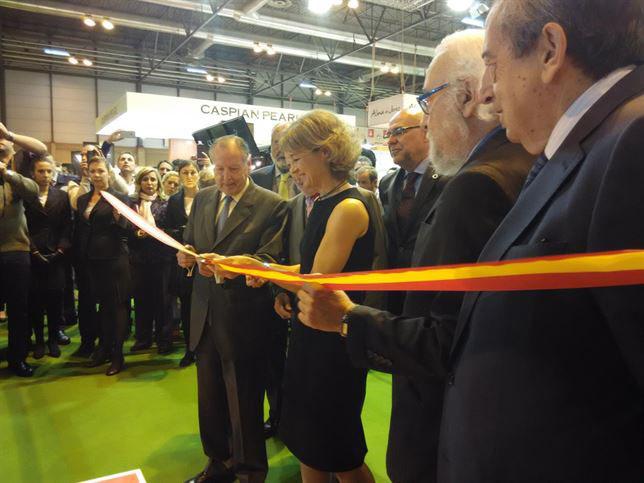García Tejerina corta la cinta inaugural del Salón del Gourmet.