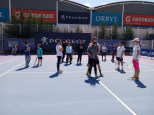 Una clase de tenis para personas invidentes. / Foto: Fundación Emilio Sánchez Vicario.