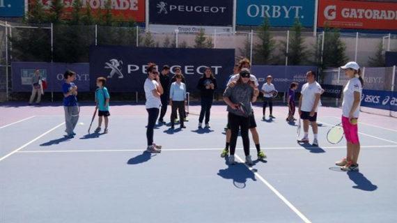 Nace una academia de tenis para ciegos en Madrid