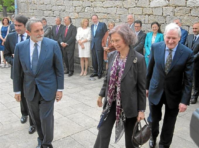 La Reina Sofía preside la primera reunión del patronato de la Fundación Atapuerca de 2015