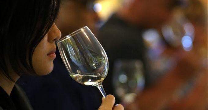 España, tercer país exportador de vino y fruta, según un estudio del IESE