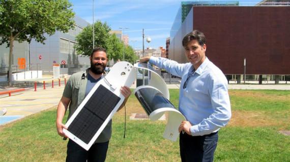 Desarrollan una lámina solar que permite cargar el móvil en las terrazas de los bares