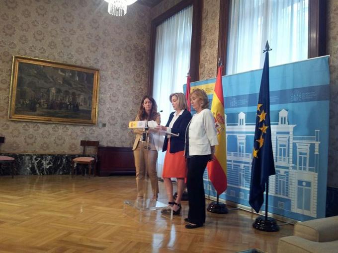 Concepción Dancausa junto a Rocío Nieto y Rocío Mora en rueda de prensa. / Foto: Europa Press.