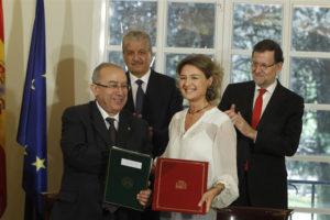 Lamamra y García Tejerina han firmado un acuerdo de colaboración. / Foto: Europa Press.