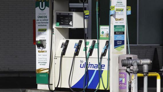La gasolina y el gasóleo se abaratan hasta un 0,8% en el arranque de las vacaciones de verano