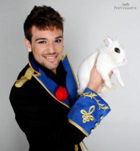 Alejandro Horcajo está especializado en magia con animales.