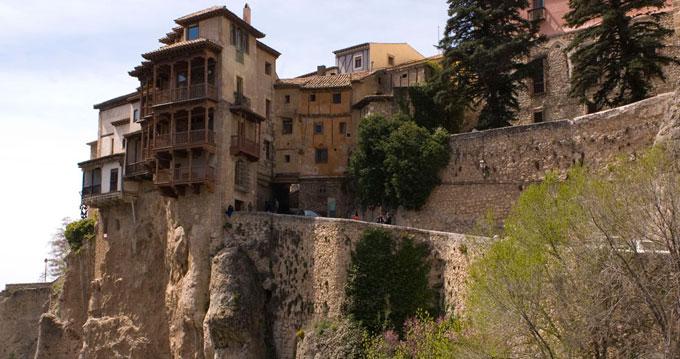 Anuncian el comienzo de los trámites para declarar las Casas Colgadas de Cuenca como Bien de Interés Cultural