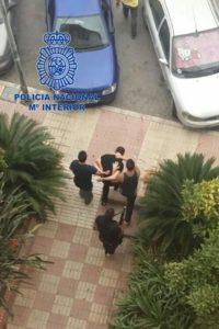 Momento de la detención de uno de los delincuentes. / Foto: Policía Nacional.