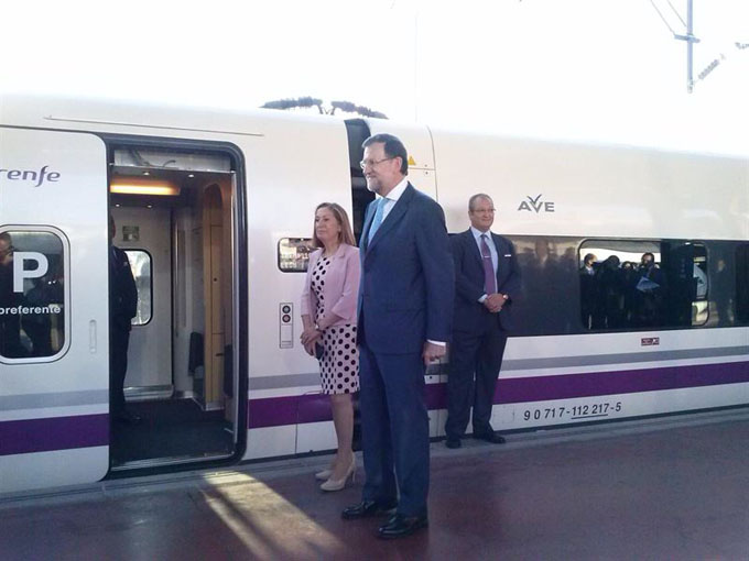 Ana Pastor y Mariano Rajoy. / Foto: Europa Press.