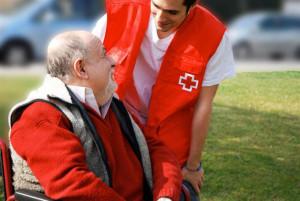 Atención de Cruz Roja a personas mayores. / Foto: Cruz Roja.