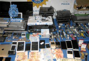 Material incautado por la Policía en la operación.