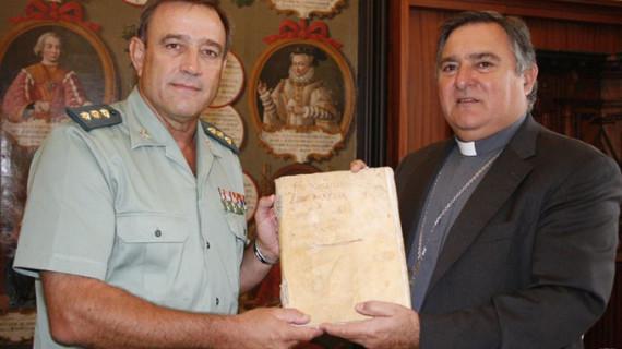 Recuperado un libro manuscrito de la Cofradía del Nazareno de Sanlúcar de Barrameda