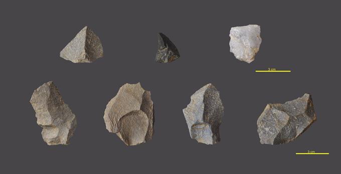 Una muestra de herramientas preshistóricas halladas en Cova Eirós esta campaña.