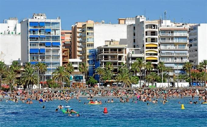España recibe un 4,1% más de turistas internacionales hasta agosto
