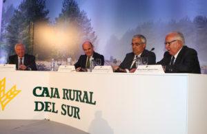 Luis de Guindos y el consejero andaluz, junto al presidente de Caja Rural del Sur, clausuraron el Foro Económico CRSUR.