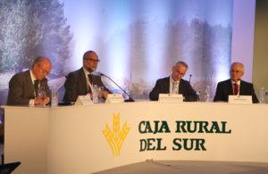 Ponentes que participaron en la mesa redonda en el Foro Económico CRSUR.