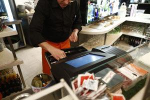 El sector servicios mejora su facturación. / Foto: Europa Press.