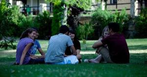 Las posibilidades de que los jóvenes encuentren empleo aumentan. / Foto. Europa Press.