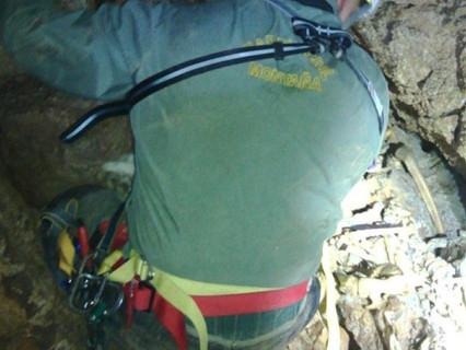 Un grupo de espeleólogos haya restos óseos en el interior de la Sima d'Alt de Tales