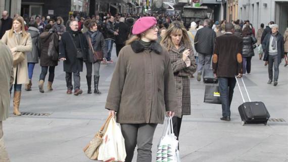La confianza del consumidor cierra 2015 en máximos tras subir 2,8 puntos en diciembre