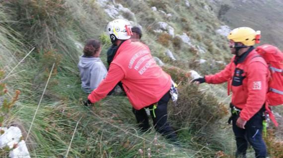 Rescatan a dos senderistas franceses perdidos en el monte Candina