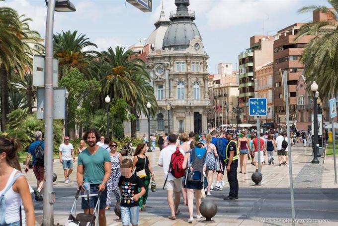 Turistas. / Foto: José Albaladejo Ros-Ayuntamiento de Cartagena