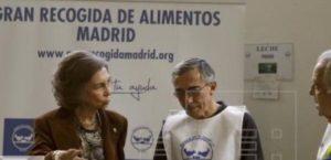 La Reina Sofía durante su visita al Banco de Alimentos de Madrid.