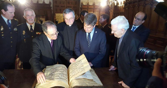 La Policía recupera y devuelve a la catedral de Palencia un cantoral del siglo XVI robado hace décadas