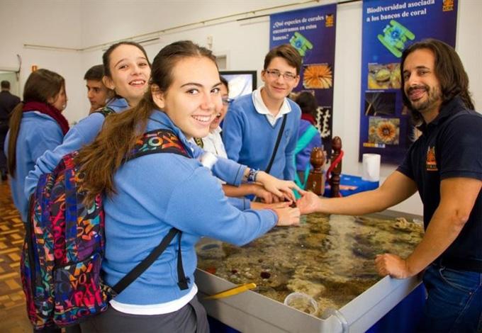 Educación convoca 735 plazas para profesores visitantes en centros de EEUU y Canadá para enseñar español