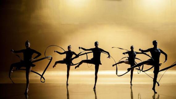El equipo español de gimnasia rítmica protagoniza la campaña navideña de Freixenet