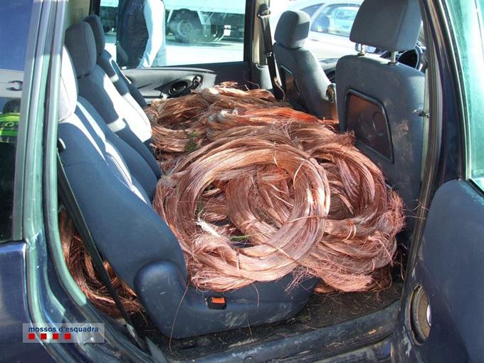 Recuperada en Sant Boi una tonelada de cobre sustraído de la red ferroviaria