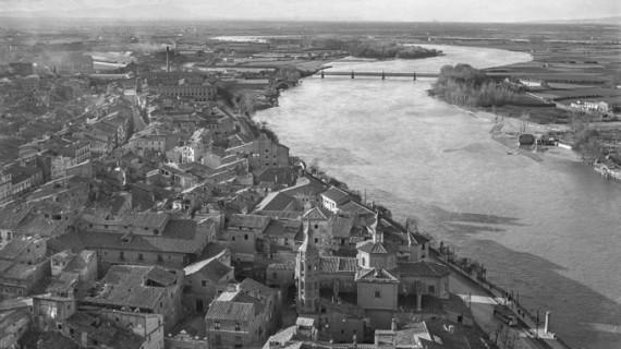 Cerca de 2.000 personas han visitado ya por la exposición 'Zaragoza 1930. La ciudad en la fotografía de Loty'