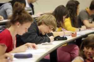 Los estudiantes tienen que elegir su futuro. / Foto: Europa Press.