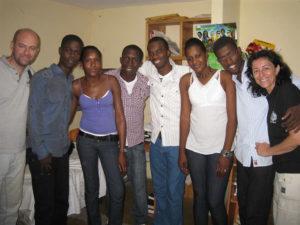 Jóvenes de Haití han recibido una beca para seguir estudiando.