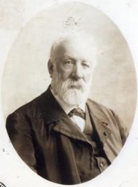 El escritor Julio Verne.