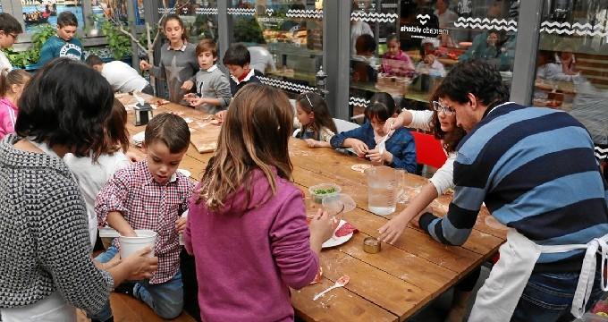Las manualidades representan una actividad divertida y educativa que se puede compartir en familia y con múltiples beneficios para los niños