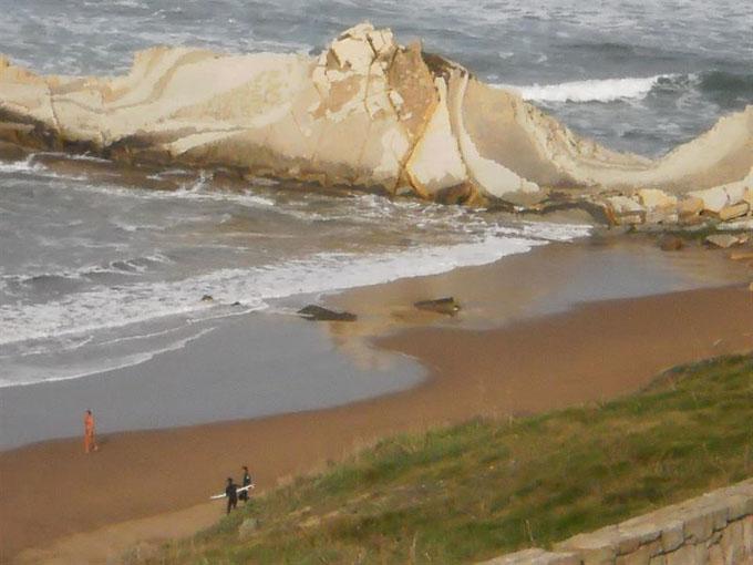 Estallan de forma controlada un obús de la Guerra Civil aparecido en una playa de Vizcaya
