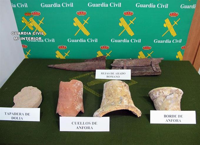 La Guardia Civil recupera media docena de piezas de distintas épocas romanas en un comercio de Murcia