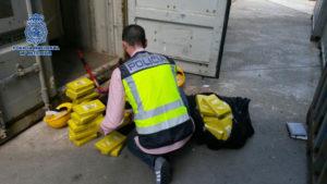 La droga llegaba al puerto en contenedores.