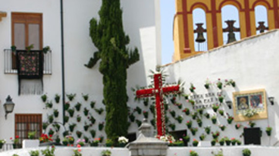 Córdoba atrae a los turistas con sus 52 Cruces de mayo