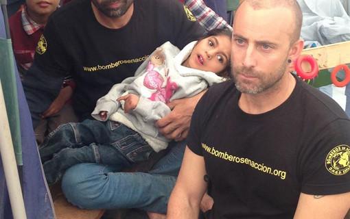 El niño afgano Osman recibe el alta en el Hospital La Fe de Valencia tras ser atendido por especialistas