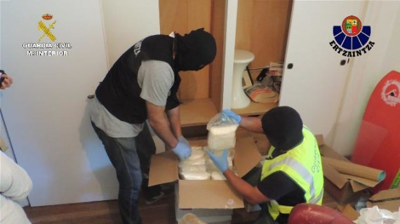 La Guardia Civil y la Ertzaintza desmantelan una red de distribución de drogas sintéticas a gran escala