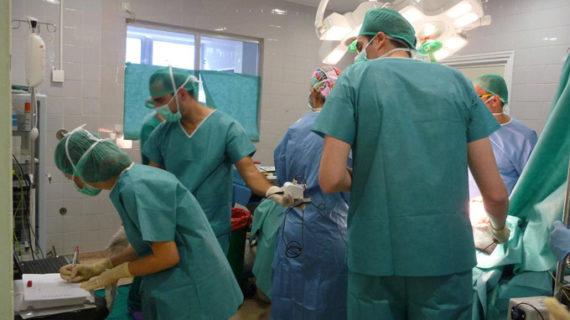 Andalucía realiza el primer trasplante de piel humana fabricada con células del paciente