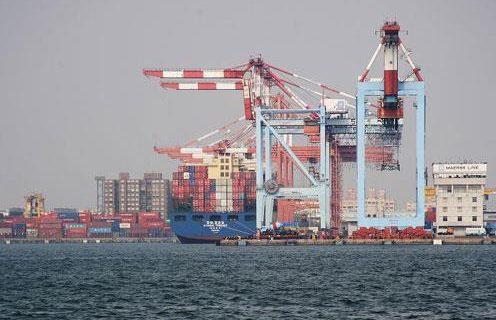 Las exportaciones crecen un 2,3% y el déficit retrocede un 31,4% hasta junio