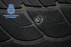 Los detenidos pinchaban las ruedas de los coches.